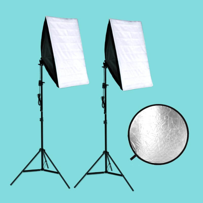 Two soft boxes and a reflector complete our setting for artificial lightning.